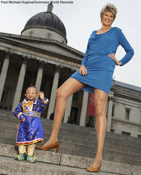 World s smallest man meets woman with world s longest legs odd news